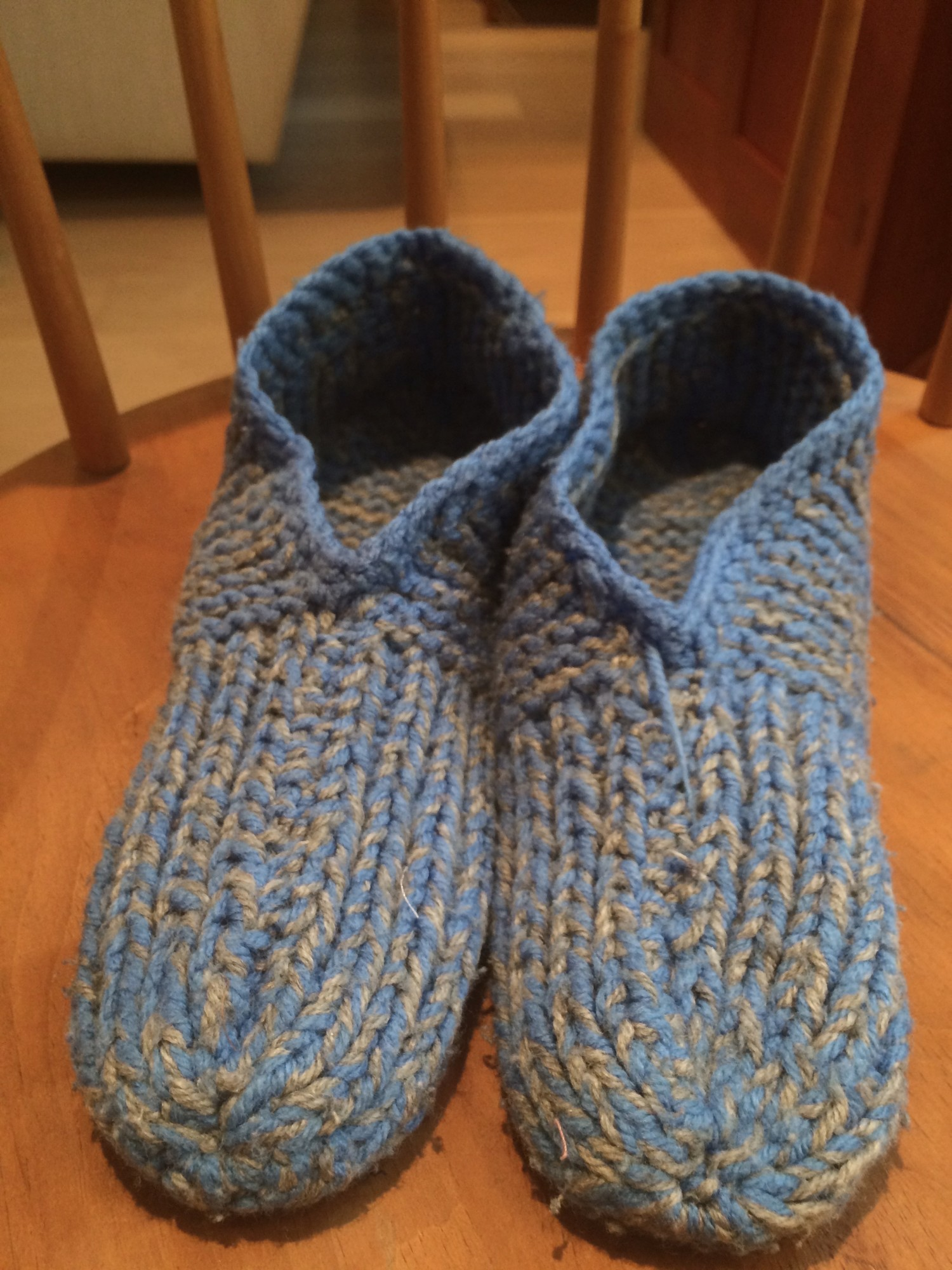 Knitting Patterns For Beginners Slippers Free : Beginner s knitting   slipper pattern identification ...